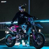 🔵🟣 Exprime ta personnalité et viens créer ton kit déco qui te ressemble chez @gotamdesign 🔥  #gotamdesign #moto #ktm #husqvarna #yamaha #kawasaki #suzuki #honda #beta #derbi #sherco #fantic #gilera #rieju #bikelife #supermot #motocross #enduro #50cc #85cc #125cc #250cc #300cc #450cc #500cc #2stroke #4stroke #ride #grenzgaenger #chrome