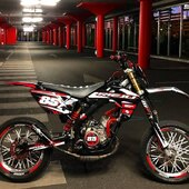 🔴⚫️ Prête à arpenter le bitume 🚦🏁🚦  #gotamdesign #moto #ktm #husqvarna #yamaha #kawasaki #suzuki #honda #beta #derbi #sherco #fantic #gilera #rieju #bikelife #supermot #motocross #enduro #50cc #85cc #125cc #250cc #300cc #450cc #500cc #2stroke #4stroke #ride #grenzgaenger #chrome