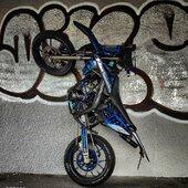 On aime la petite MRT qui tape la pose pour son photographe 😎 🔵⚫️ MRT Neon Blue  #gotamdesign #moto #ktm #husqvarna #yamaha #kawasaki #suzuki #honda #beta #derbi #sherco #fantic #gilera #rieju #bikelife #supermot #motocross #enduro #50cc #85cc #125cc #250cc #300cc #450cc #500cc #2stroke #4stroke #ride #grenzgaenger #chrome