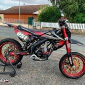 🔴⚫️ MRT équipée d'un kit déco 100% perso 😎🔥  #gotamdesign #moto #ktm #husqvarna #yamaha #kawasaki #suzuki #honda #beta #derbi #sherco #fantic #gilera #rieju #bikelife #supermot #motocross #enduro #50cc #85cc #125cc #250cc #300cc #450cc #500cc #2stroke #4stroke #ride #grenzgaenger #chrome